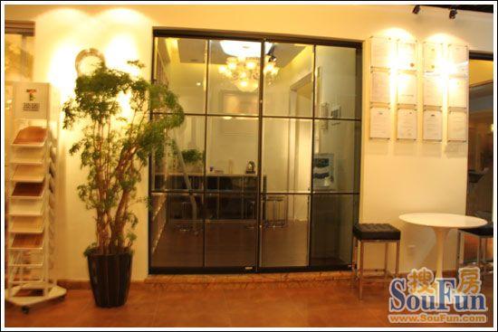 是一款十分实用的隔断门,可用作厨房,衣帽间,卫生间,浴室,阳台等地方.