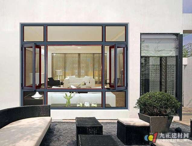 如上便是关于断桥铝门窗有什么特点的详细介绍,相信通过如上的介绍之后,大家会对断桥铝门窗有进一步的了解与认识,当然当下市场上的断桥铝门窗产品比较多,要想挑选到优质的断桥铝门窗产品,那么还得注意断桥铝门窗的挑选技巧,一起来看看如下的介绍吧: 断桥铝门窗如何挑选: 1、五金件: 断桥铝五金件是门窗的心脏部件,至关重要, 选择进口品牌五金件,质量更好,比如进口品牌有德国ROTO、丝吉利娅、德国施莱格尔,其中ROTO假冒最多,维修率也高,推荐施莱格尔五金件,质量做工上乘,是大家的 之选。